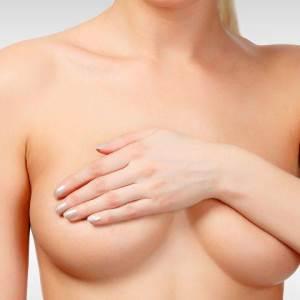 Hasplasztika kombinálva mellplasztika műtéttel